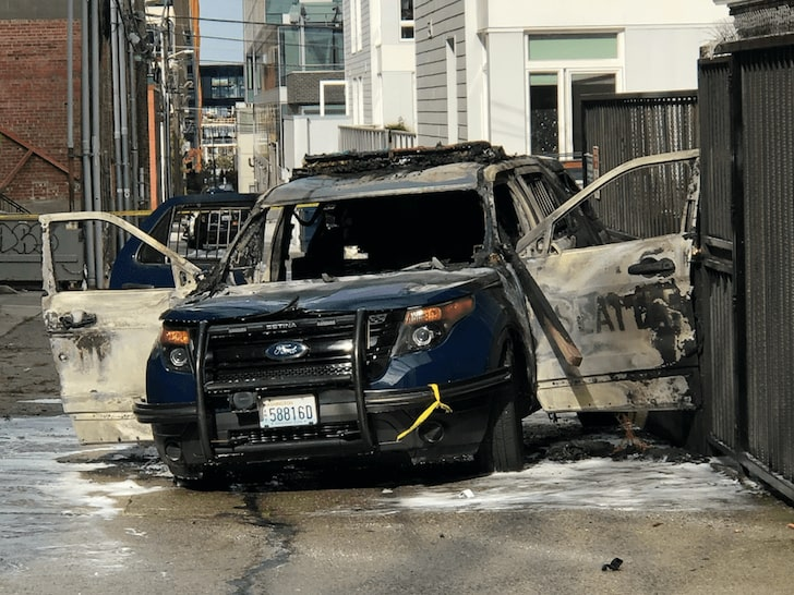 Seattle police vehicle set on fire with officer inside: accused man arrested